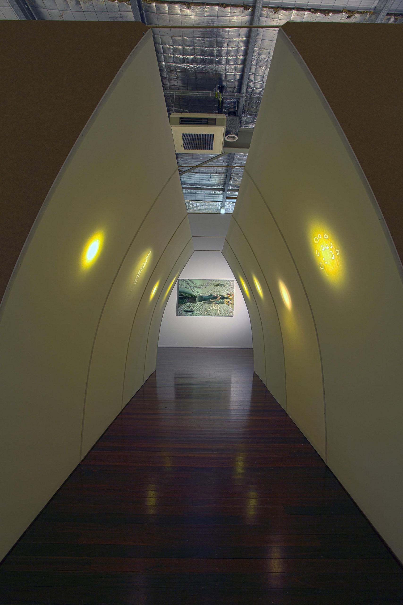 Madeleine Kelly Erscheinen 2010 Installation: pinpricked Foamcore, light , 294 x 234 x 490cm